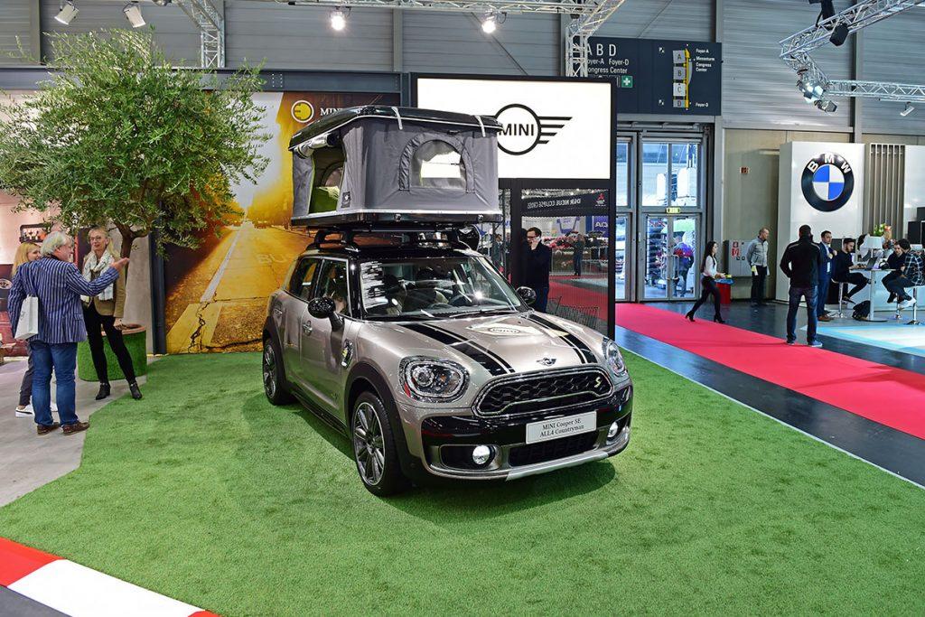 Der Mini mag kein klassisches Campingmodell sein, das Dachzelt steht ihm trotzdem gut zu Gesicht.